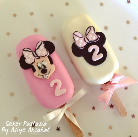 Minnie Mause Cakesicle 3