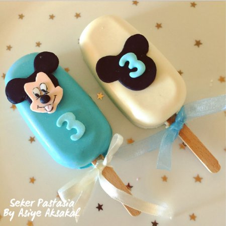 Mickey Mause Cakesicle 1