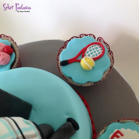 Tenis raket ve top Cupcake
